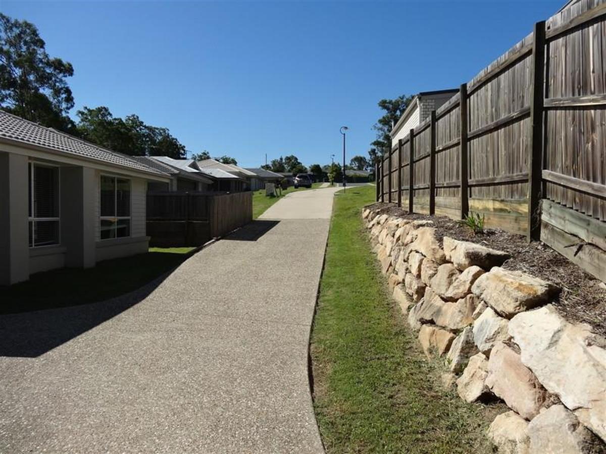 48 lilley terrace chuwar 4306 queensland australia for Queensland terrace