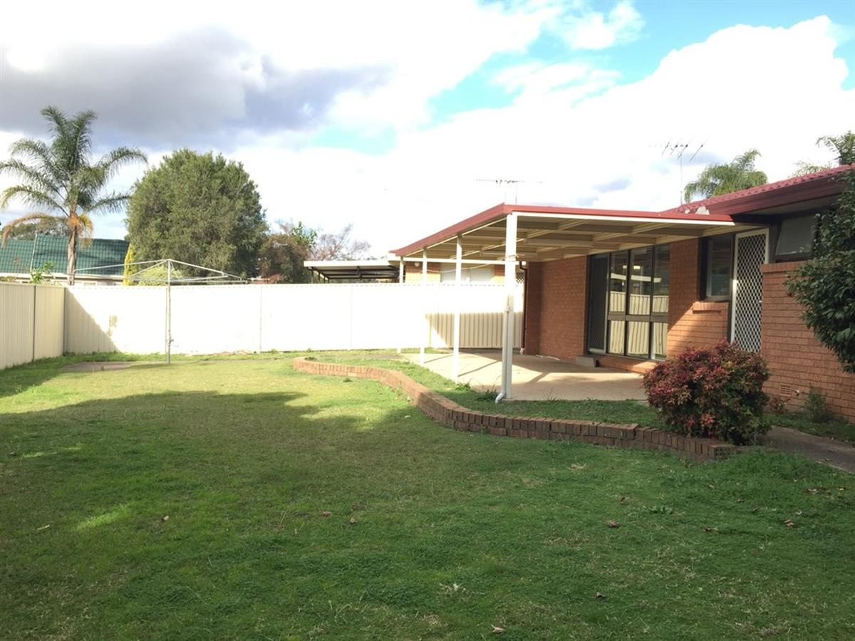 77 rugby crescent chipping norton 2170 new south wales for Perfect kitchens chipping norton