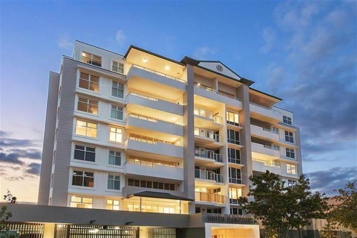 204-8-Waverley-Street-Southport-4215-QLD