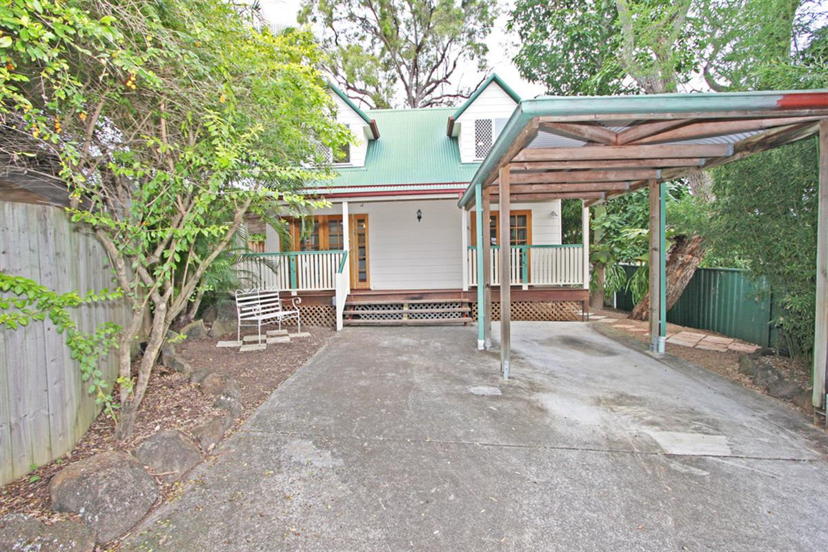 2-140-Eugaree-Street-Southport-4215-