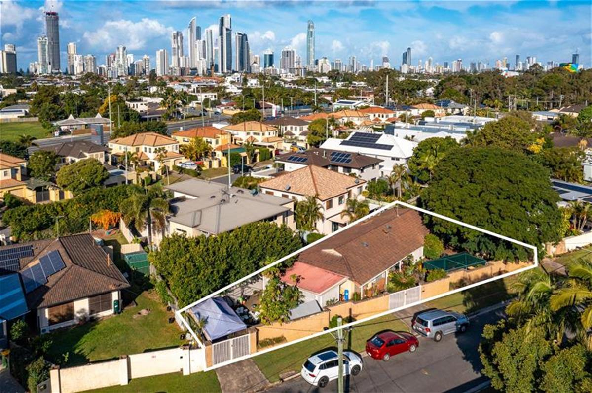 9-Fairway-Avenue-Southport-4215-QLD